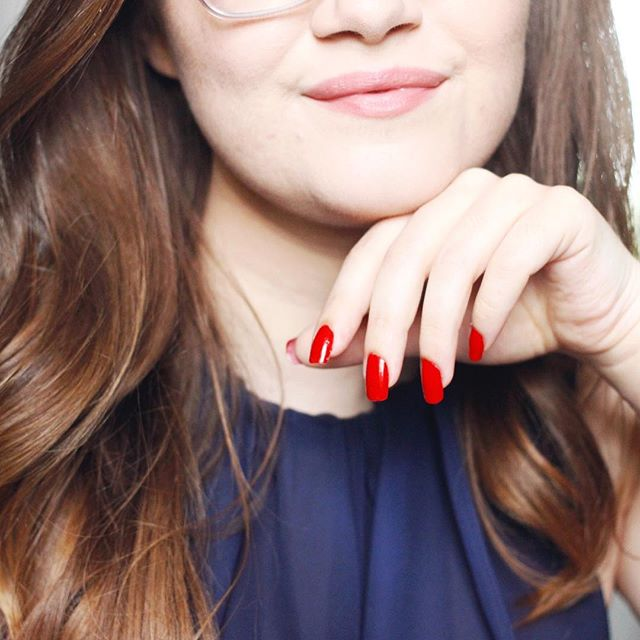 There's just something about red nails 👌🏻❤️ What's your go-to classic that never fails? #brittpaintshernails #julepmaven #bravepretty
