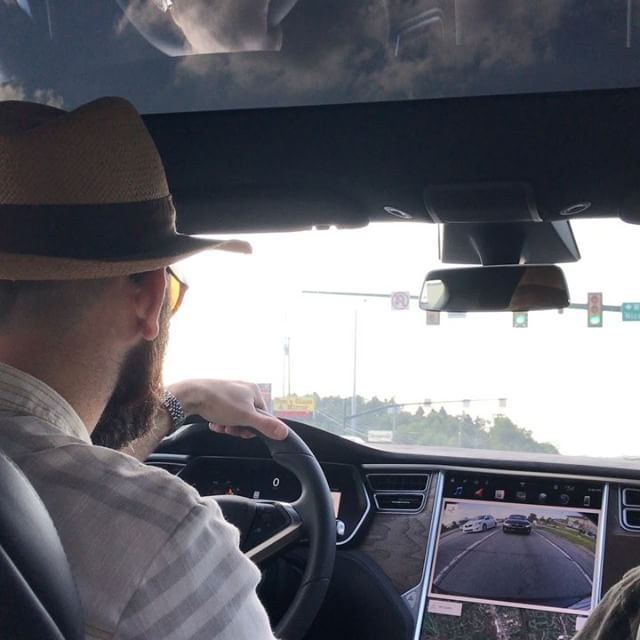 @kearneypeterj test drives a Tesla model-S ! It is a spaceship!! Watch the speedo for dead silent 0-60 mph in 4secs. 🚄🚀🏎💀