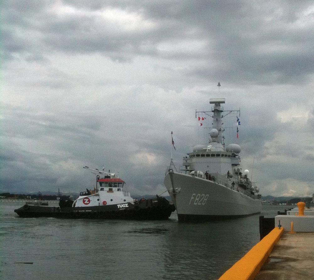 Buque militarholandésentradando aSan Juan.Blue Water Maritime se encargó de tramitar todoslos arreglos a un costo considerable en ahorros.