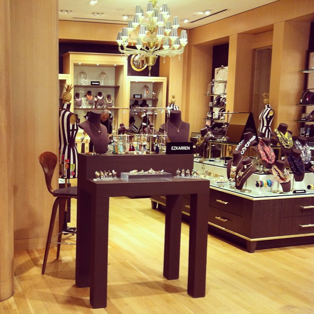 Throw 🔙 thursday at our first trunkshow at Bendel's New York #henribendel #newyork #jewelry #mexican #jewellery #timeflies #ezkarren #fifthavenue #bendels #nyc #newyork