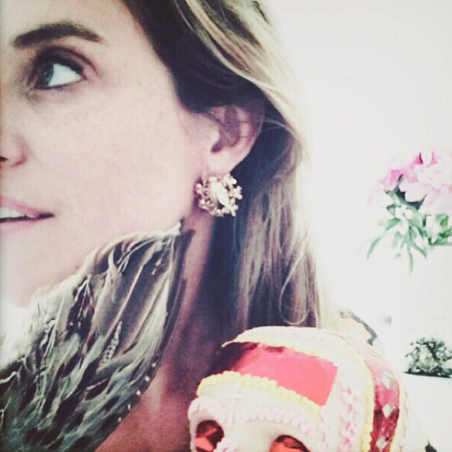 Feist wearing 🐝 #ezkarren #earrings #enjambre #feist #madeinmexico #goldenbees #lesliefeist #jewellery #mexicandesign #jewelry