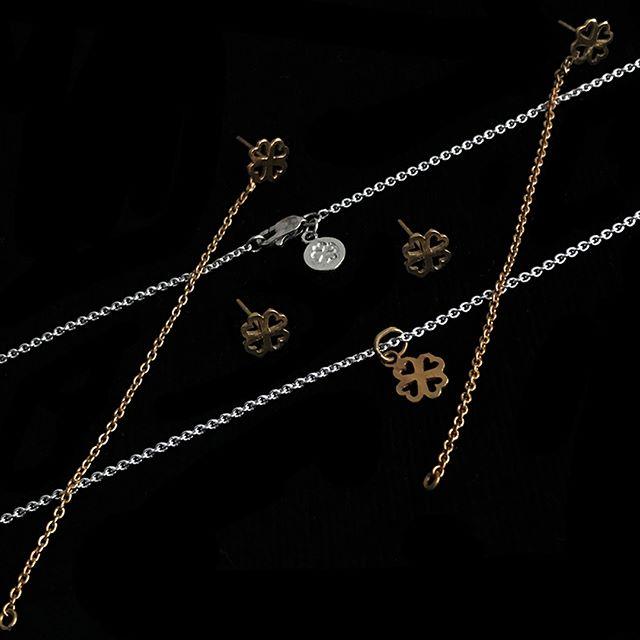 Trébol de corazones de plata en baño de oro By @alinebortolotidesign . . . #jewerly #jewels #fashion #accesories #love #style #lifestyle #fashionjewerly #alinebortoloti #luxury #jewelrydesign #loveit #cross #crossjewelry #pinkgold #letters #byalinebortoloti #meaningfuljewelry
