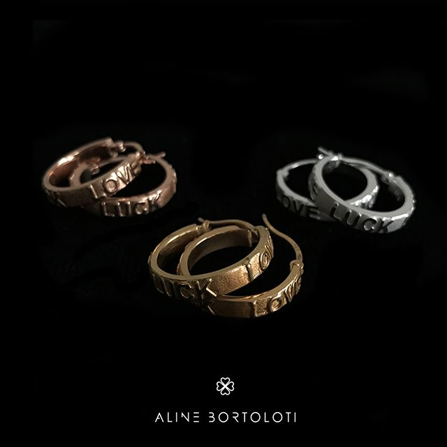 En @alinebortolotidesign creamos accesorios que reflejan tu personalidad. Luck & Love. . . . #jewerly #jewels #fashion #accesories #love #style #lifestyle #fashionjewerly #alinebortoloti #luxury #jewelrydesign #loveit #cross #crossjewelry #pinkgold #letters #byalinebortoloti #meaningfuljewelry