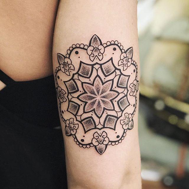 BY MISS ELIESHA @misseliesha  #tattoos #tattoo #mandalatattoo #mandala #dots #dotsandlines #cleanlines #dotwork #bulimba #bulimbatattooist