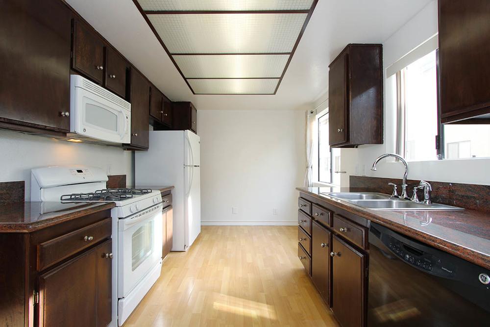 web.kitchen.jpg