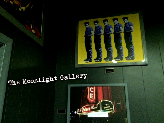 The Moonlight Gallery live escape game is an art gallery that must be robbed of its hidden treasure while in the dark using flashlights and team work!