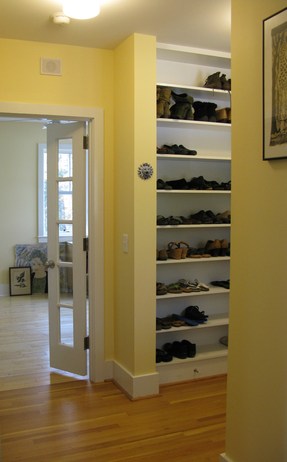 04Rear entry:shoe shelves copy.JPG