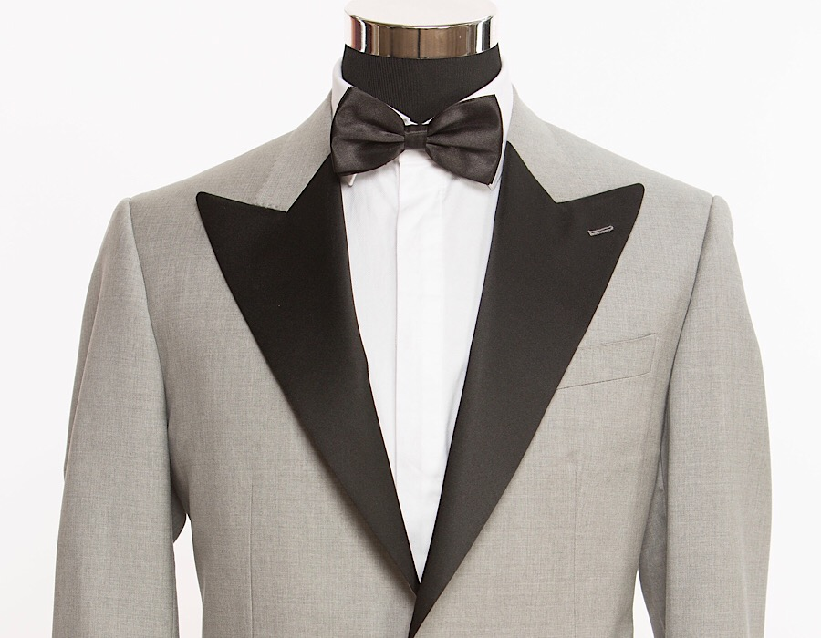 All-Seasons 19' - Composition: Gray Tuxedo, Black Satin Peak Lapel90% Wool, 10% Silk, 250 grs