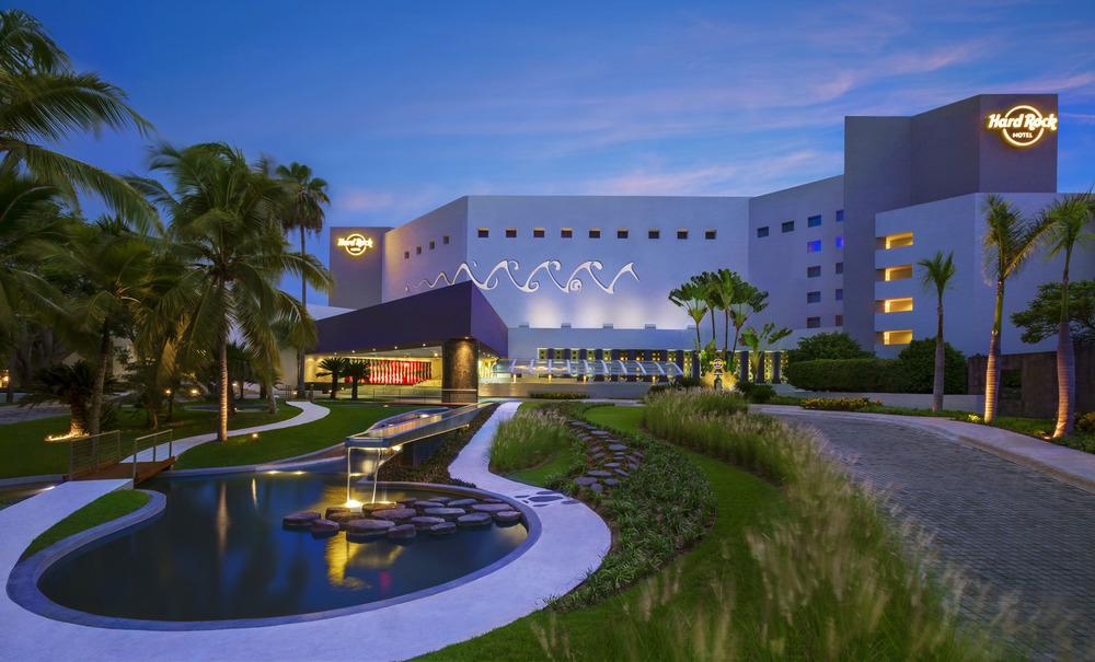 HRH Vallarta Hotel Entrance 082215.jpg