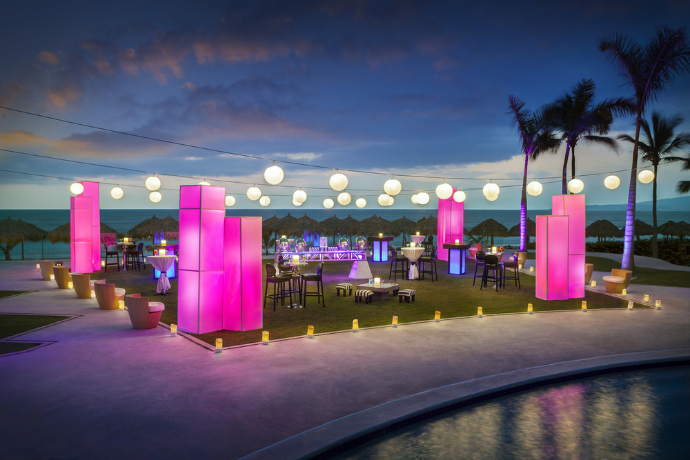 HRH Vallarta Splash Terrace Party Setup 082215.jpg