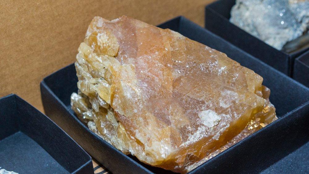Gigantic scheelite crystal!