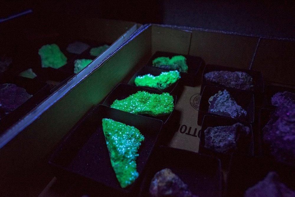 Scholzite (? fl green) with hemimorphite (fl blue)