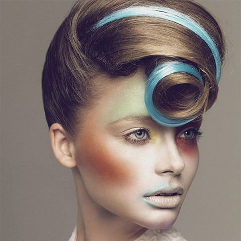Bad hair day?!😦at @pimpandpreen we don't know such thing! Hair inspiration for today😊 classic style with a modern twist #hairinspo #hair #styling #colour #hairdye #blue #makeup #makeover #amazing #pastels #fashion #makeupaddict #beauty #chic #style #vogue #pimpandpreen