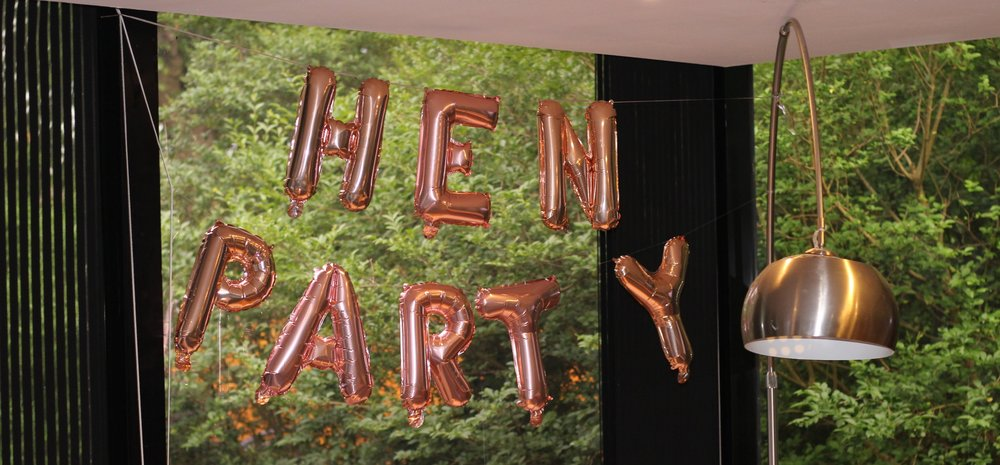 hen=party-banners-decorations