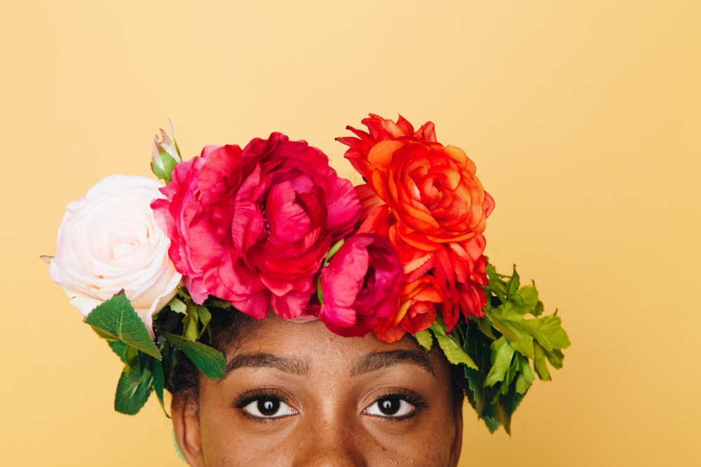 flower-crown-making-hen-party-idea