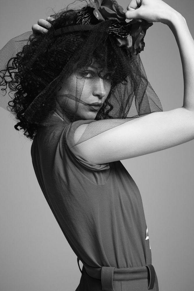 Bella Hadid in a Gigi Burris Millinery inspiration.