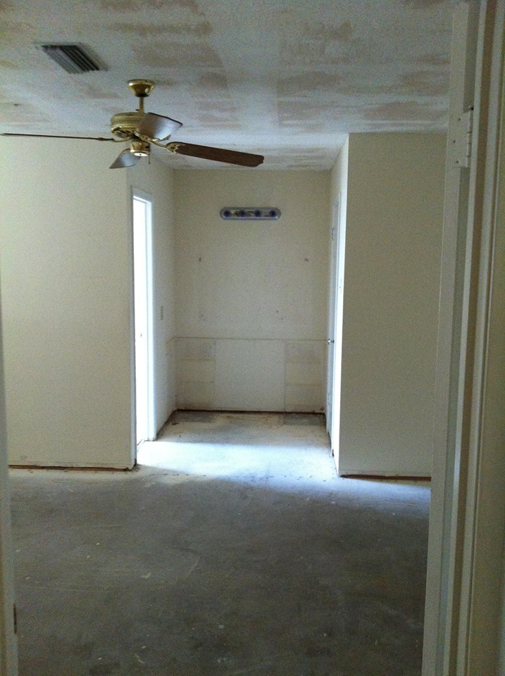 BEFORE PHOTO - HOME IN DALLAS BATHROOM REMODEL