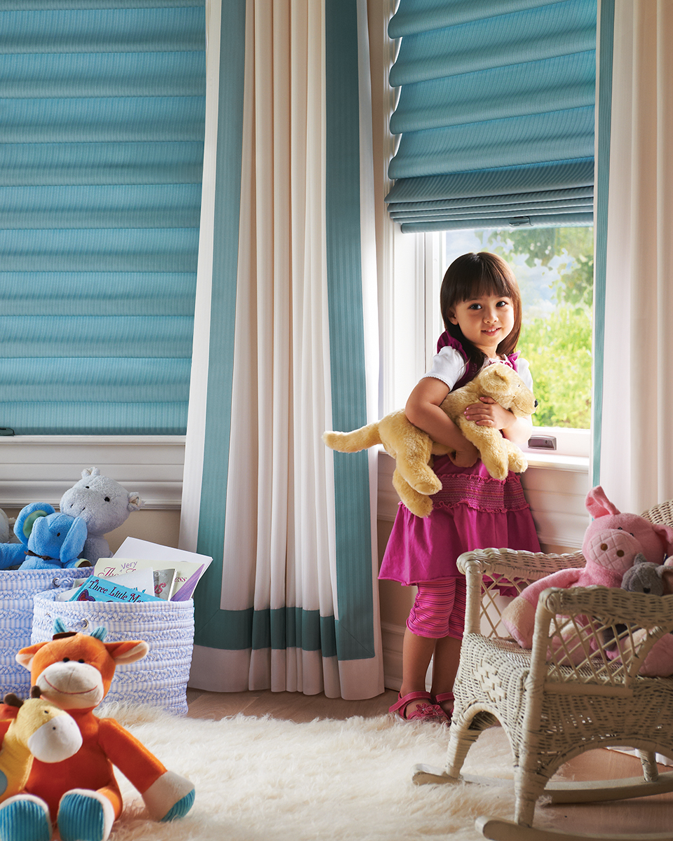 Hunter Douglas Vignette with LiteRise (cordless) lifting system for child safety