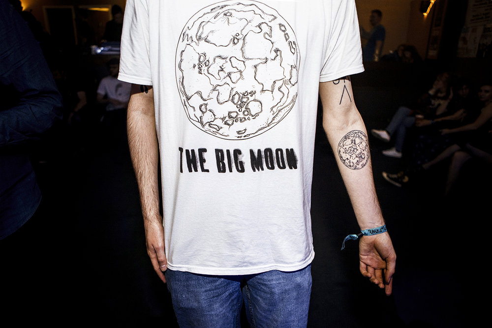 LAT Big Moon 4 - fan w the tattoo  - Leeds 29:03:17 | [Chris Almeida].jpg