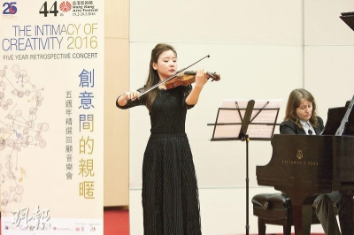 HK Phil's Co-Principal 2nd Violin Yingna Zhao performs an excerpt of Daniel's In Candlelight, In Darkness.