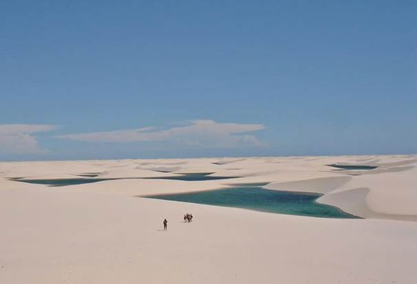 © Vitor - Wikimedia Commons - CC BY-SA 3.0  http://imgec.trivago.com/contentimages/press/images/LencoisMaranhenses.jpg