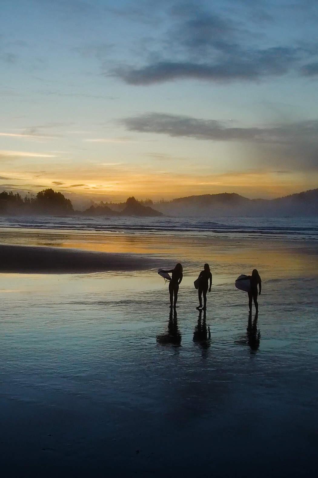 Surfing in Tofino, al oeste de la Isla Vancouver, Canadá. Foto: Josh Haner / The New York Times