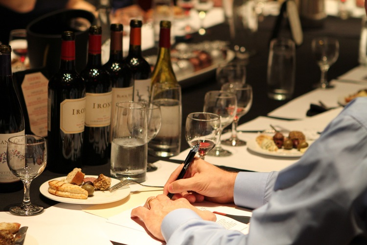 Blind Tasting Techniques of Sommeliers