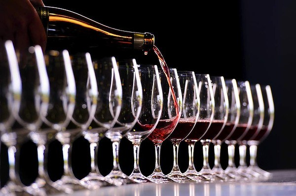 wine-scoring-evaluation-independent-experts-sommeliers-reviews