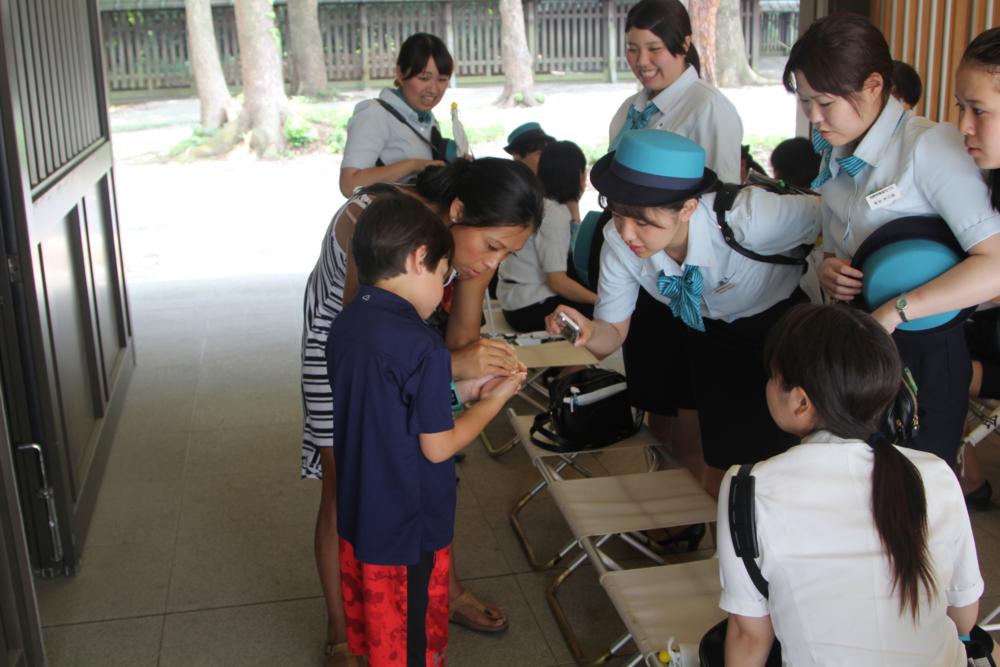 Open finger surgery at the Meiji Shrine