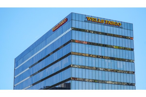 California Court Grants Wells Fargo Loan Officers Class Action in Pay Dispute.jpg