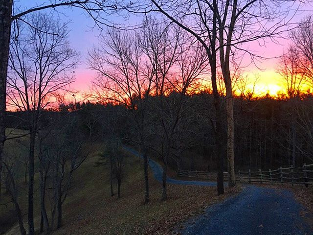 Incredible sunrise this morning . . .  #ruralamerica #countryliving #usa #virginiafarms #virginia #bathcountyva #jacksonrivervalley #hotspringsva #omni #thehomestead  #alleghenymountains #shenandoah #realestate #bestplacestolive #lovewhereyoulive  #vacationrental #virginiamountainhomes #bacovaproperties