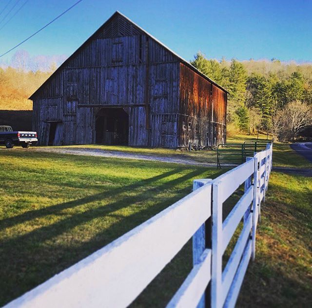 Bacova Junction meets the Lake Moomaw turnoff right by this Bath County landmark #oldbarn #barnsofinstagram . . . #lakemoomaw #countryliving #virginiafarms #virginia #bathcounty #hotsprings #omni #thehomestead  #blueridgemountains #shenandoah #realestate #bestplacestolive #lovewhereyoulive  #vacationrental #virginiamountainhomes #bacovaproperties