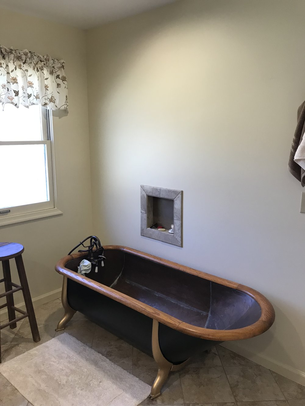 Antique Cowboy Tub in Master Bath 21.JPG