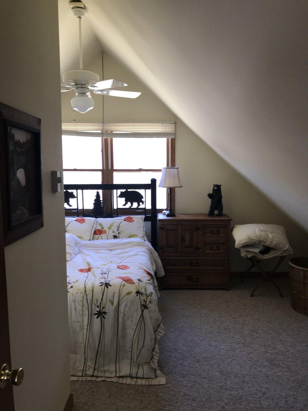 Upstair Guest Room 24.JPG