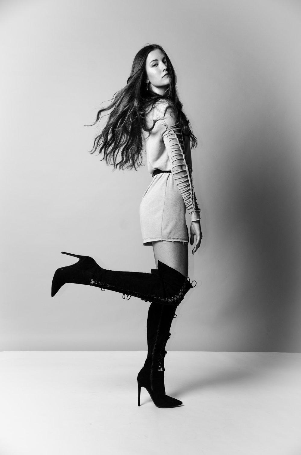 LADYGUNN __Raphaelle by Liana Carbone-2.jpg