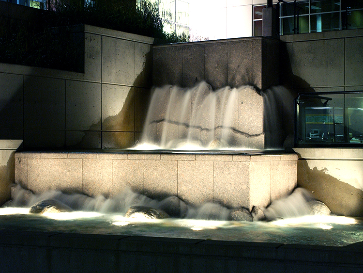 Broadway Tech Centre water feature - Vincent Helton 2.jpg