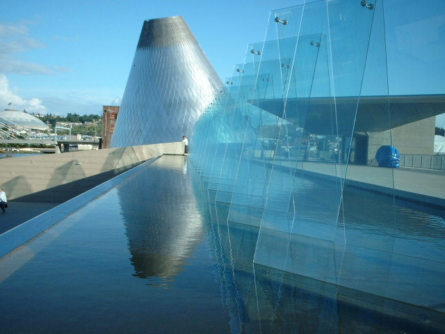 Tacoma Museum of Glass water feature - Vincent Helton 1.jpg