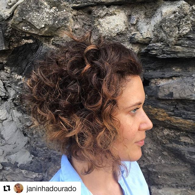 Wow hair by our Topstylist @janinhadourado ・・・ Lovely Curly Bob✂️ and Caramel ombré 😍 #thestudioie #curlybob #ombrehairstyle #dublinhairstylists #wella #wellafamily #changeyourhair #hairbyjanainadourado #thestudiohair #thestudiofamily