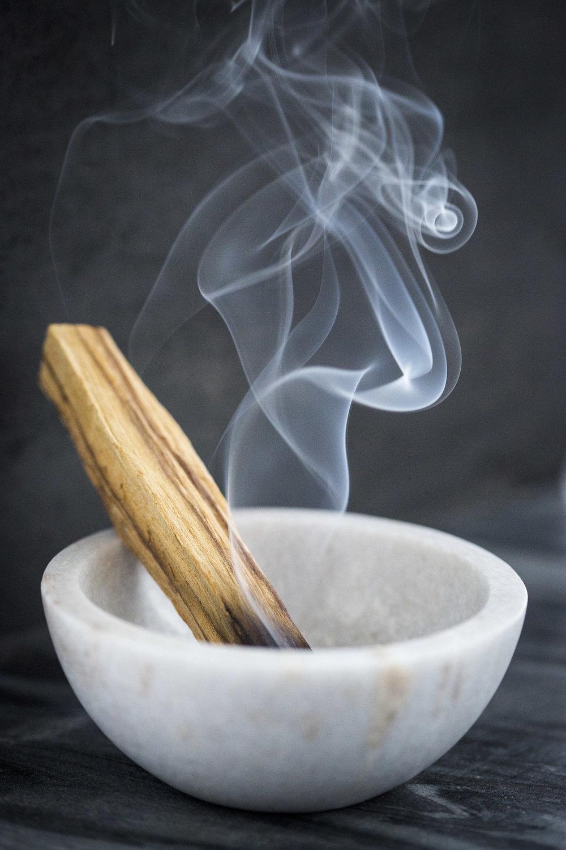 palo-santo-smoke.JPG