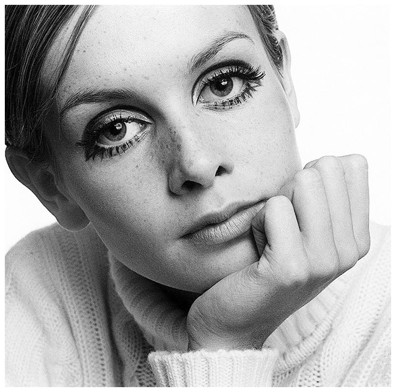 twiggy-1967-by-ronald-traeger-b.jpg