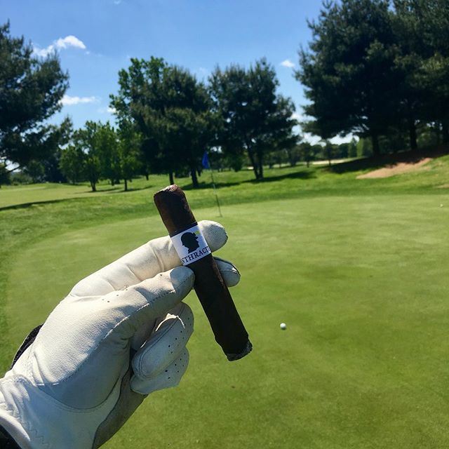 Anthracite on the links #ja3cigars #jordanalexanderiii #anthracite #cigar #cigars #botl #sotl #golf #golfandcigars #cigarlife