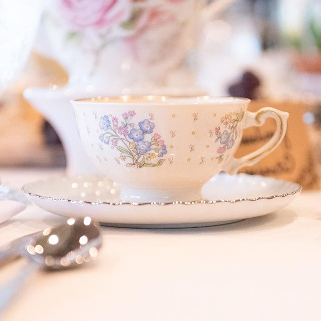 So what if you refill this darling tea cup 6 times - use your china   ☕️ TGIF #vintagechina  #mismatchedchina #rentvintage #shabbychic #luncheon #vintagetabletoprental #oklahomawedding #bridesofok