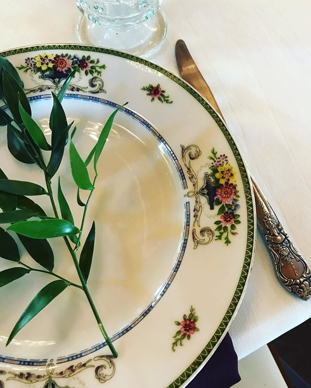 Are you setting the table for Thanksgiving? We hope so! #thanksgiving2018 #gather #linger #mismatchedchina #borrowdontbuy #rentvintage #okcvintagerentals #vintagetabletoprental