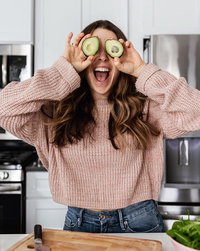 """Avocado crush on @thepetiteprofessional...and, you guys, I think the feeling's mutual. 😍 Here's what Claire said about our recent brand shoot: """"Working with Shelly was freaking awesome!!! I loved the process from start to finish. Shelly gave SUCH good direction through the shoot. I've never felt more comfortable or well-directed and the shots came out GREAT!"""" 😊 If you're not familiar with Claire or her literally life changing work, pop on over to her profile & give her some love in the comments below! 😘"""
