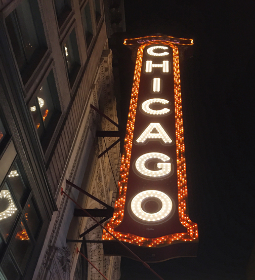 chicago-theatre-night-erik-kielisch.jpg