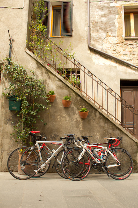 The narrow streets of Pitigliano's medieval quarter are perfect for browsing on foot.