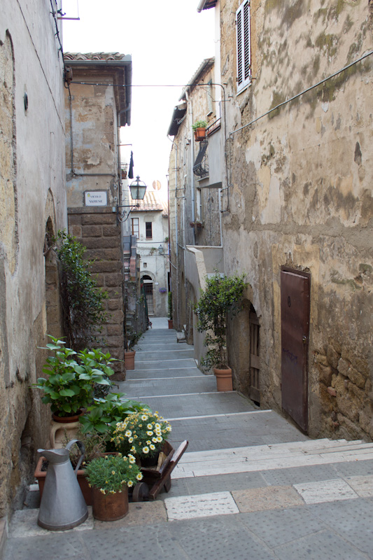 Explore the quaint streets and alleys of this beautiful city during the walking tour.