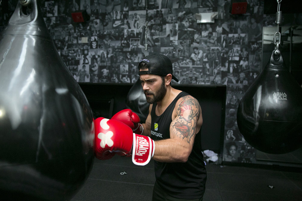 Jesse Metcalfe  spends plenty of time in the gym, which isn't a surprise for anyone who has seen his famously ripped abs. But the actor says his workouts aren't just about looks — they're also for his mental health.   Read the full article
