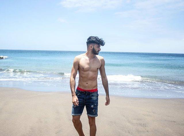 Hit u with the ddu du ddu du 🎵✨ w/ @diegoprzgonzalez  #beach #canaryislands #grancanaria #summer #swimwear