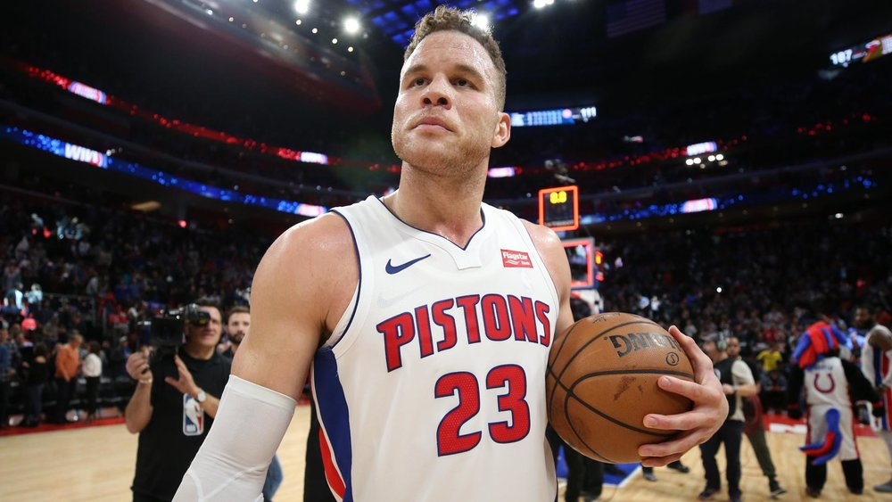 blake-griffin-holds-ball-pistons.jpg